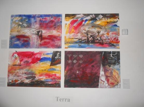 Выставка в центре фотографии. Картины Елены Асеевой